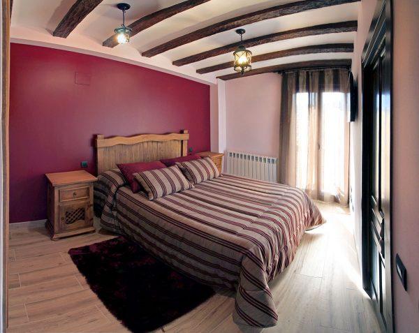 Apartamento Canela: Dormitorio de matrimonio con acceso directo al baño.