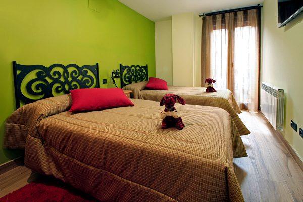 Apartamento Galilea: Dormitorio de dos camas.