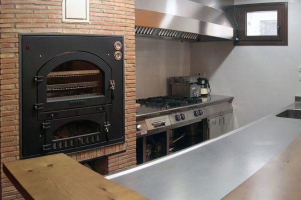 Casa completa: Horno de leña y cocina industrial